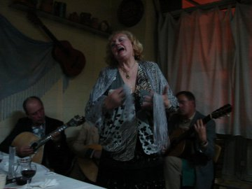 Fado Sängerin in Porto, Portugal
