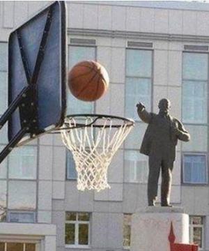 Lenin spielt Basketball