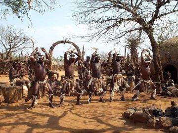 Zulu Krieger beim Kriegstanz