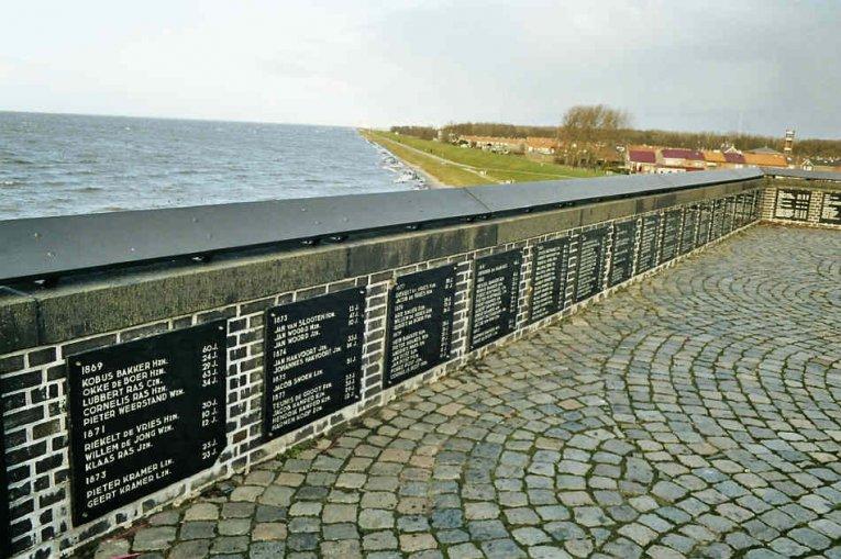 Urk, Gedenktafeln, Holland