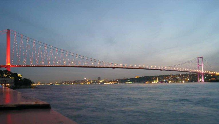 Brücke am Bosporus, Istanbul, Türkei
