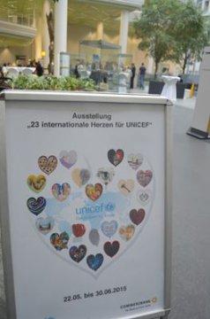 Meral Alma: 23 internationale Herzen für UNICEF