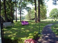 Mitglied im Golfclub werden - Rotes Sofa