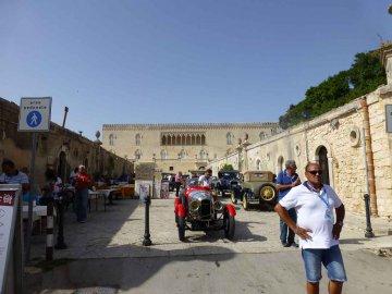 Sizilien - Oldtimer am Schloss Donnafugata