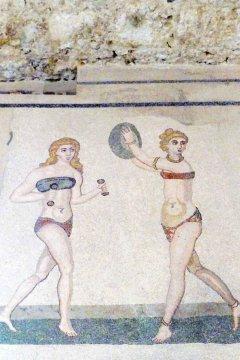 Bikinimädchen - Villa Romana del Casale - Sizilien