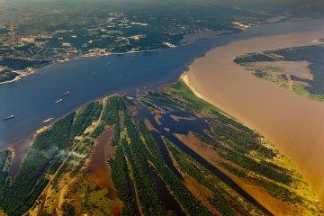 Brasilien - Zusammenfluss in Manaus