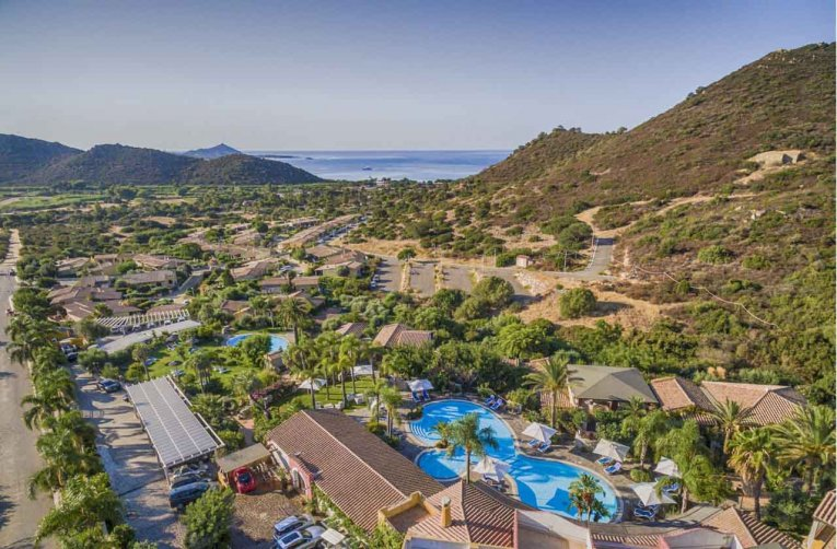 Crucurris Resort